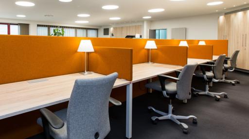 Bureaus met oranje