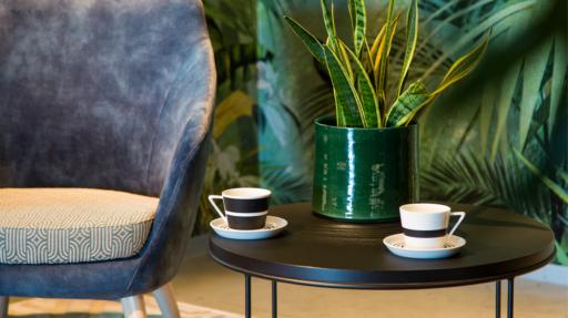 Koffietassen op salontafel